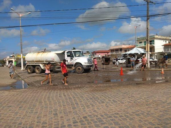 Prefeitura realiza serviços de sanitização no pátio e no interior do Mercado Público Municipal