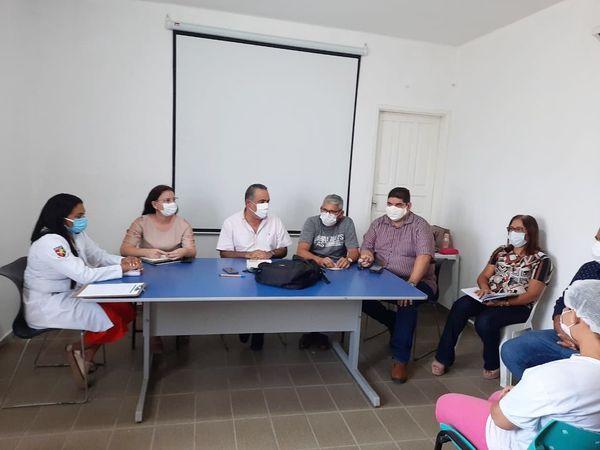 Prefeito e Vice-Prefeito participam de reunião com a equipe da Unidade Mista de Saúde